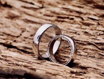fedi nuziali matrimoniali fatte a mano in oro bianco champagne black personalizzabili scolpite lateralmente monza milano laboratorio orafo gioielli unici
