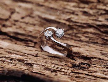 anello di brillanti in oro bianco